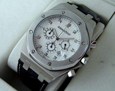AUDERMARS PIGUET OAK QUARTZ CHRONOGRAPH 44mm. (AP13)